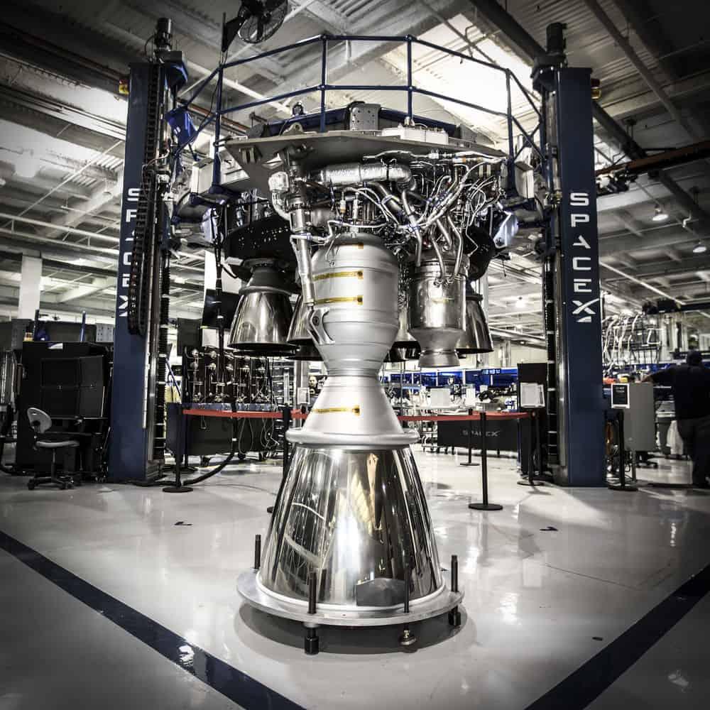 مشاكل الصاروخ قد تؤخر أول رحلةٍ مأهولة لسبيس إكس