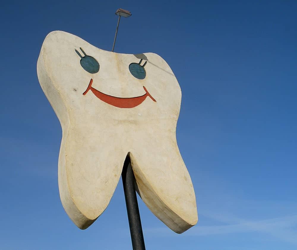 ما مدى فعالية تبييض الأسنان؟ وهل هو إجراء آمن؟
