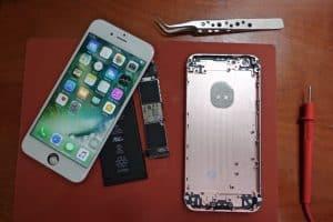 مخترِق يصنع آيفون خاصاً به باستخدام أجزاء موجودة على الأسواق الإلكترونية الصينية