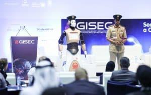 روبوت يتجول في دبي برتبة شرطي