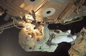 رواد فضاء كُلّفوا بإنجاز مهمة طارئة خارج مركبتهم الفضائية