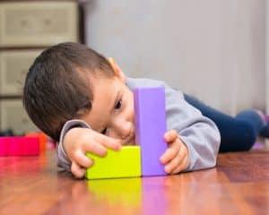 باحثة إماراتية تعزّز التواصل البصري لأطفال التوحد