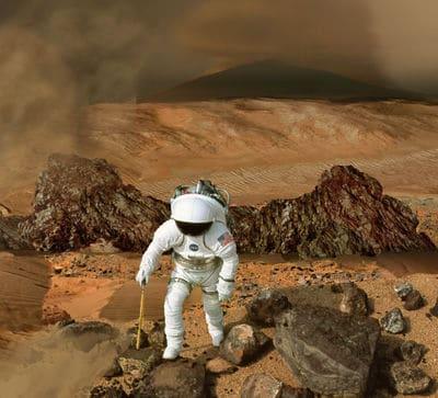 ستيفن هوكينغ يقول إن أمامنا 100 عام لنستوطن كوكباً جديداً، أو أن نموت. فهل سنتمكن من فعلها؟