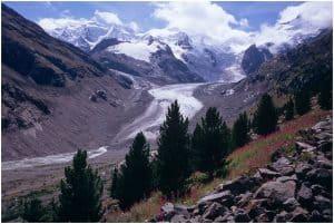 الثلج الاصطناعي قد ينقذ النهر الجليدي في جبال الألب السويسرية