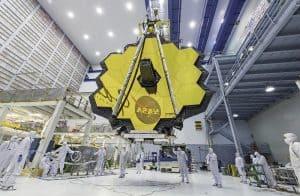 صورة لمركبة فضائية عند غروب الشمس، وتفتُّح تليسكوب ذهبي اللون، والعديد من الصور الأخرى الرائعة لهذا الأسبوع