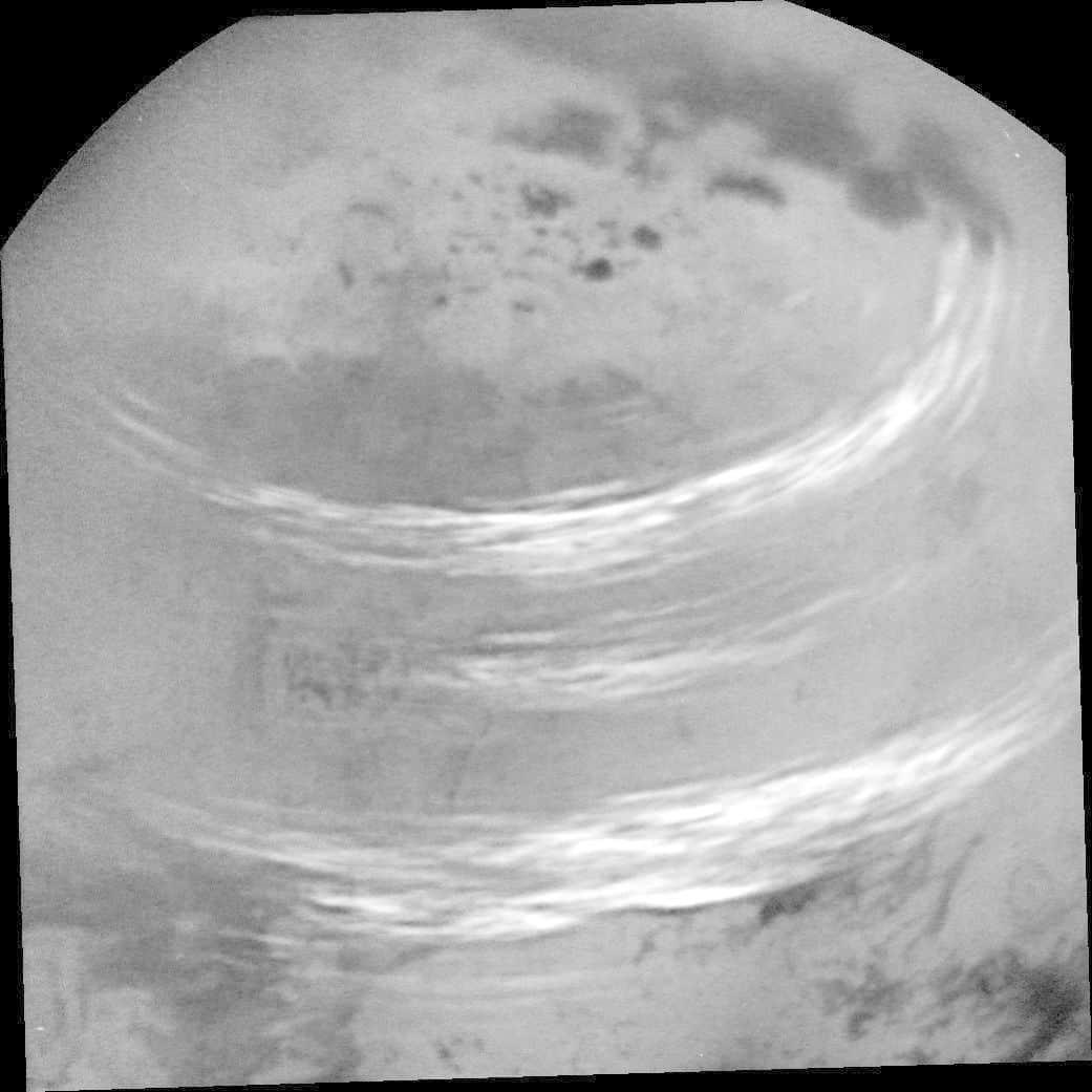 كاسيني ترصد بعض غيوم الميثان المنعشة على تيتان