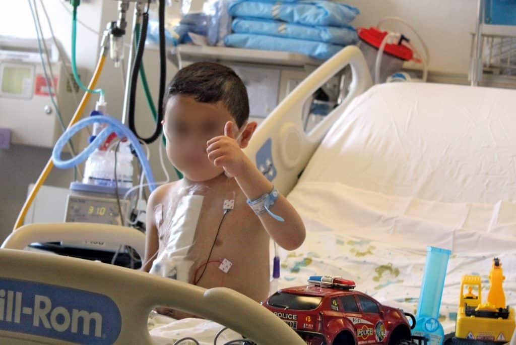مستشفى الجامعة الأميركية في بيروت يزرع الحياة في جسد طفل صغير