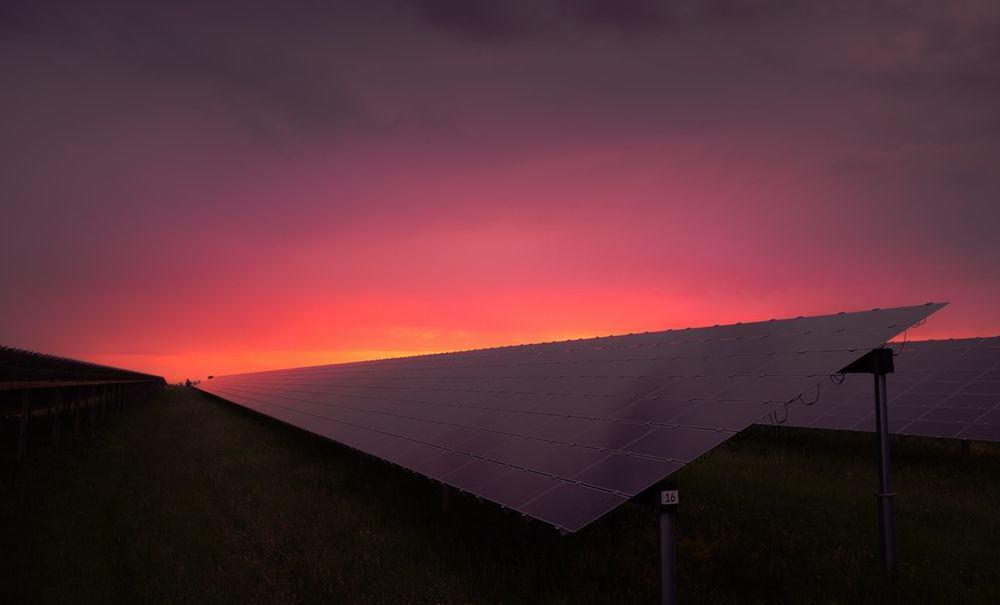 الجدار الحدودي المصنوع من الألواح الشمسية لن يكون جيداً للبيئة