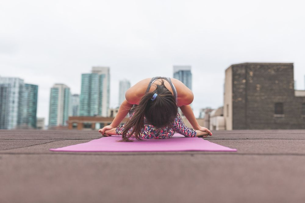 فعالية اليوغا في علاج آلام أسفل الظهر قد تكون مماثلة لفعالية العلاج الفيزيائي