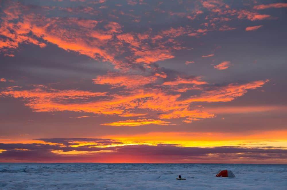سماء الصيف الصافية تجعل الصفيحة الجليدية في جرينلاند تذوب بسرعة أكبر