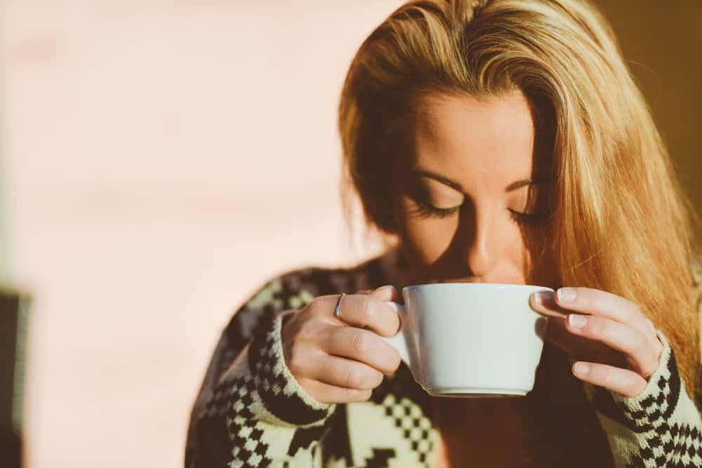 نعم، قد يعيش شاربو القهوة عمراً أطول، ولكن ذلك لا يستدعي الكثير من الحماس