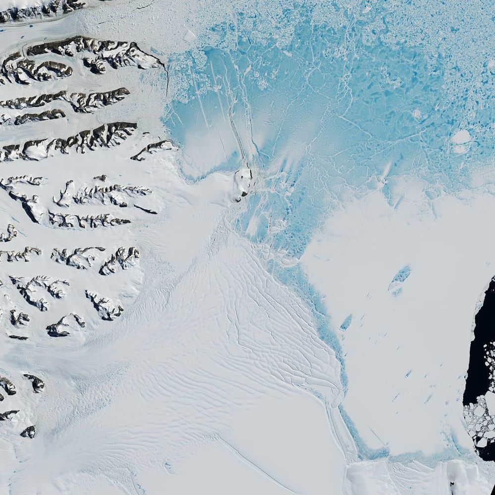 هكذا تمكنّا من رؤية قطعةٍ ضخمةٍ من الجليد تنفصل عن القارة القطبية الجنوبية