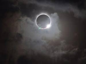 أينما كنت: شاهد البث المباشر لكسوف الشمس الكليّ