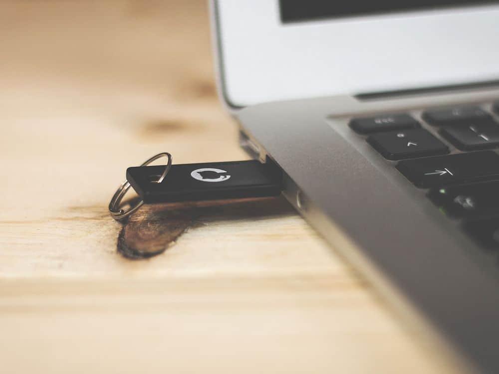 قم ببناء حاسوب محمول على وحدة ذاكرة فلاشية USB