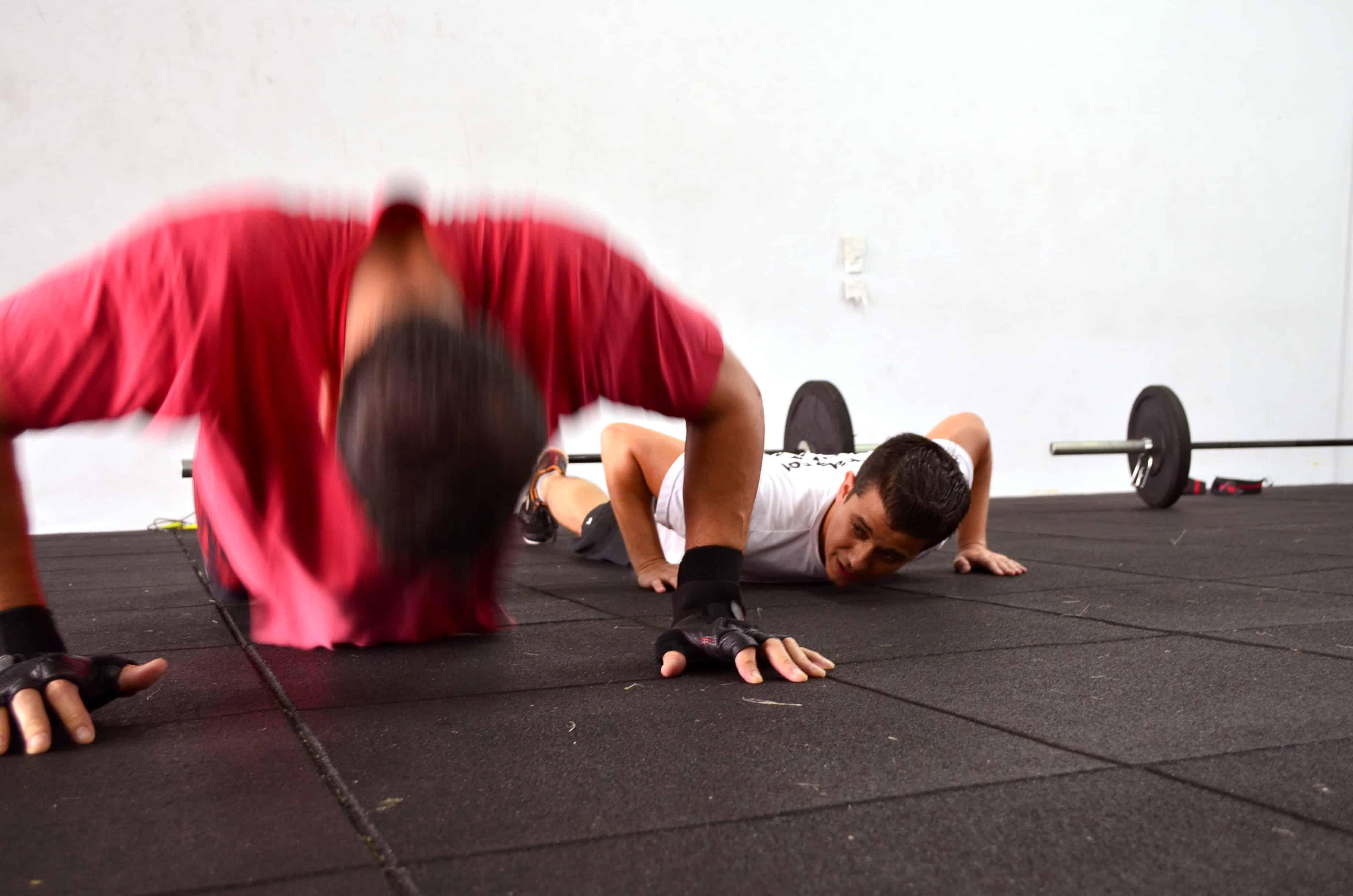 ذلك الألم الشديد في العضلات في اليوم التالي لممارسة التمارين الرياضية، ما سببه؟