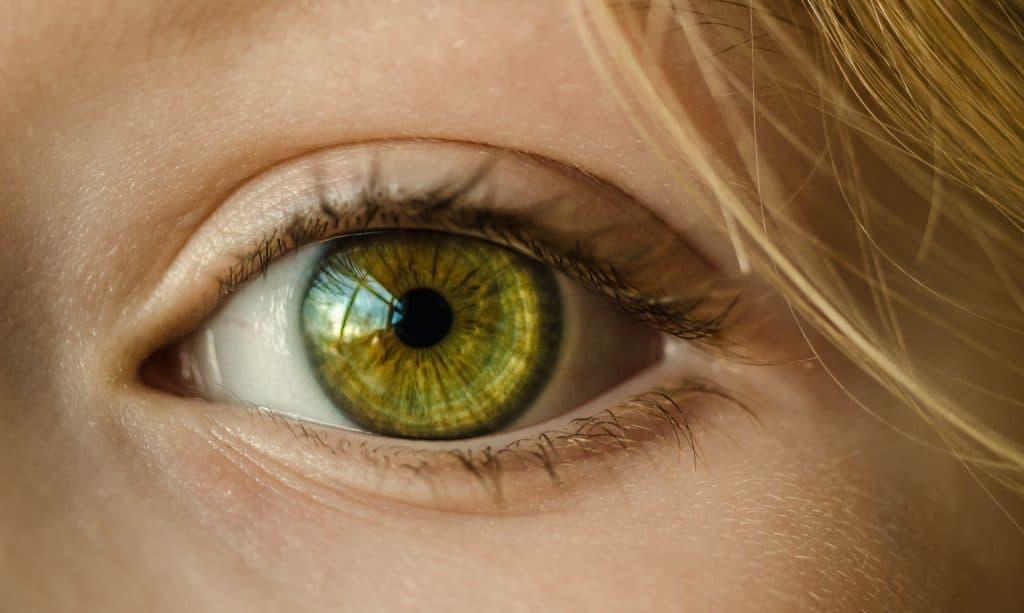 هل النظر إلى الكسوف يؤذي العينين؟