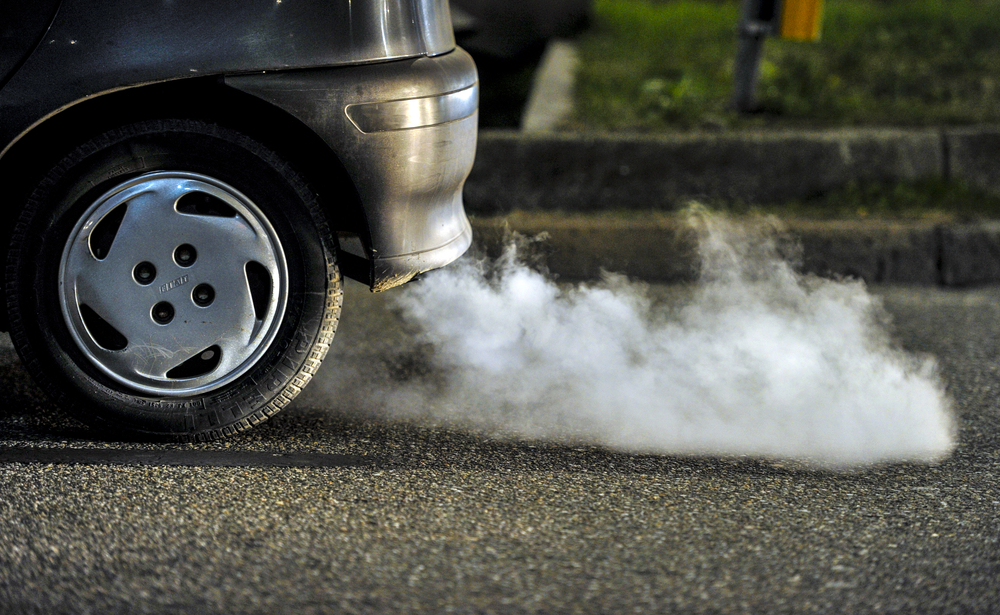 هل تحميك نافذة السيارة من تلوث الطريق؟