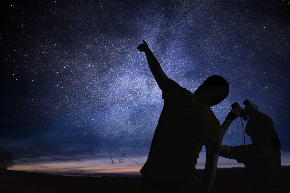سماء أغسطس تنتظر هواة الفلك