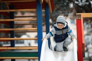 تحذير: دع أطفالك يستخدمون الزلاقة بمفردهم