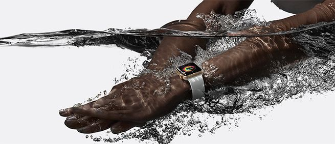 الغوص عميقاً: كيف تراقب ساعة أبل الذكية نشاطك في المسبح