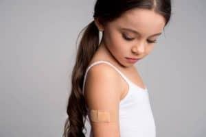 لماذا يؤلمك ذراعك في اليوم التالي لتلقي لقاح الإنفلونزا؟