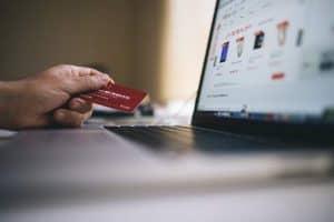 علم النفس يفسر جاذبية الإعلانات التجارية على موقع فيسبوك