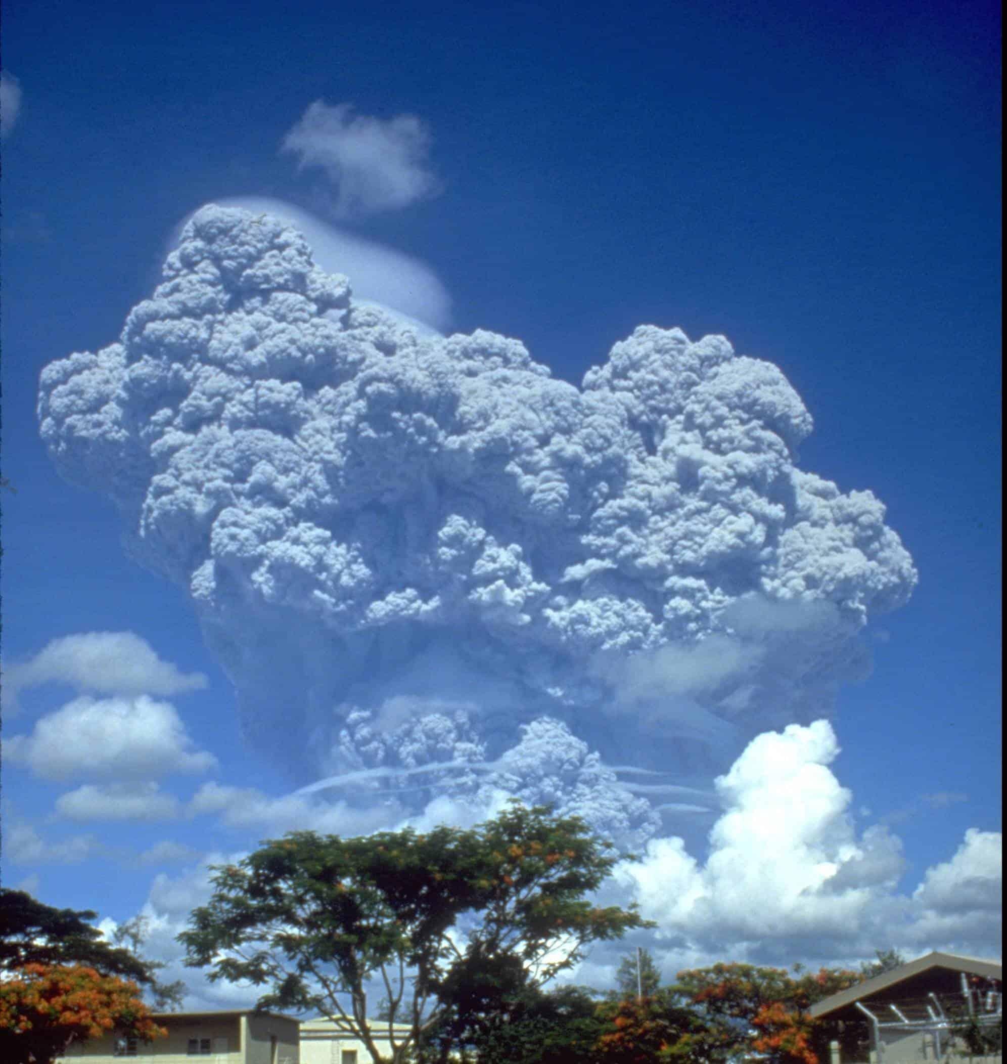 هل يمكن أن تُحلّ مشكلة الاحترار العالمي عن طريق الانفجارات البركانية الوهمية؟