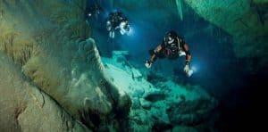 لقد غصت في مئات الكهوف تحت الماء بحثاً عن أشكال جديدة من الحياة
