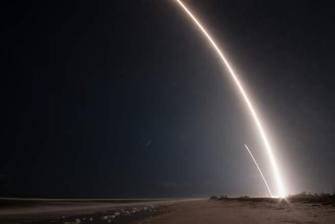 تعرّف إلى هواة الفلك الذين يتعقّبون أقمار التجسس الاصطناعية السرية بهدف التسلية