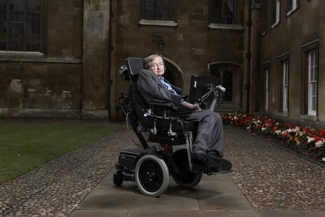 حياة ستيفن هوكينج الطويلة مع التصلب الجانبي الضموري تذكرنا بقلة ما نعرفه عن هذا المرض