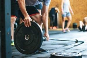 في ظل كورونا: ممارسة التمارين الرياضية في «الجيم» غير آمنة