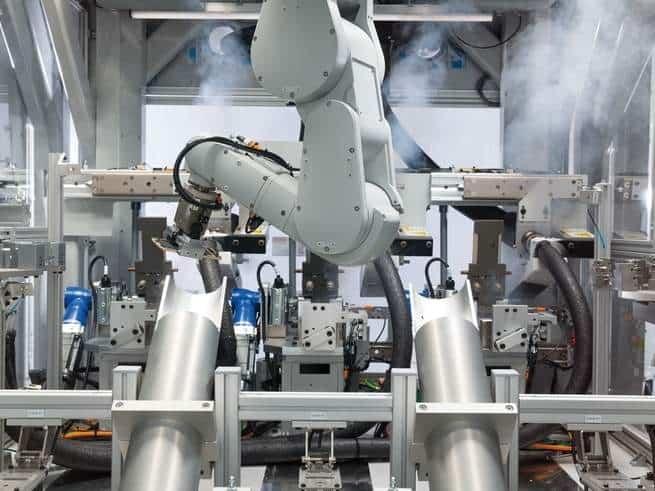نظرة أولى حصرية: دايزي: روبوت شركة آبل الجديد الذي يلتهم أجهزة الآيفون ويخرجها أجزاء قابلة لإعادة التدوير