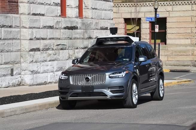 الدور البشري في السيارات ذاتية القيادة أصبح أكثر تعقيداً بعد وقوع حادث مميت لإحدى سيارات شركة أوبر