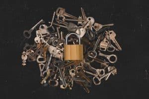 كيفية تخزين ومشاركة الملفات الحساسة بأمان