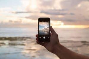 فيما تحدّق بهاتفك الجديد، يبحث العلماء عن طرق لإعادة تدوير هاتفك القديم