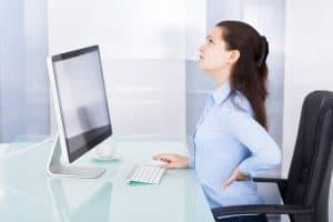 أيها الجالس على كرسيك: إليك بعض النصائح لتحسين وضعية جلوسك