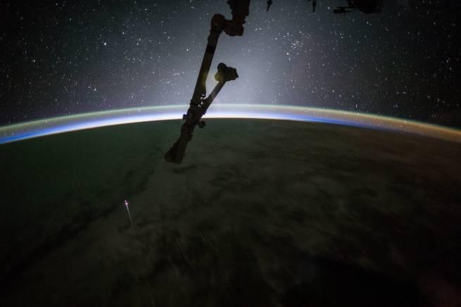 أين تبدأ حافة الفضاء الخارجي؟