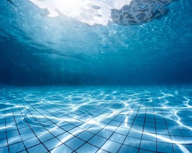 كيف تعرف أن هناك طفل يغرق وما يتوجب عليك فعله لمنع حدوث ذلك