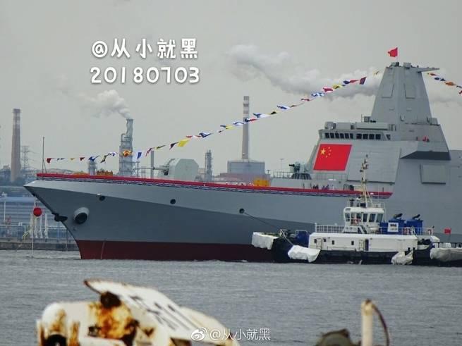 الصين تطلق سفينتين حربيتين ضخمتين من طراز 055
