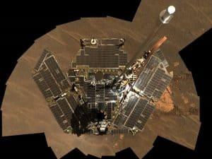 ما زالت العربة أوبورتيونيتي تغط في نوم عميق رغم إشراق الشمس من جديد على المريخ