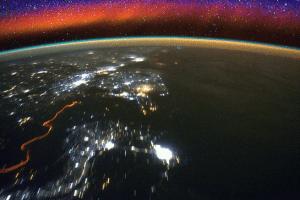 هذه قصة البشرية في الفضاء من الحرب الباردة إلى السينما