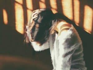 تؤثر ذكرياتنا المؤلمة على رؤيتنا للحياة، وإليك تفسير ذلك