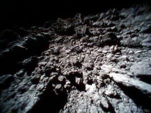 شاهد هذا الفيلم الذي صوره روبوت على سطح كويكب
