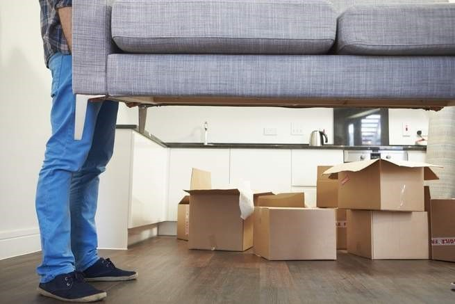 كيف تحمل الأغراض الثقيلة دون أن تؤذي ظهرك؟