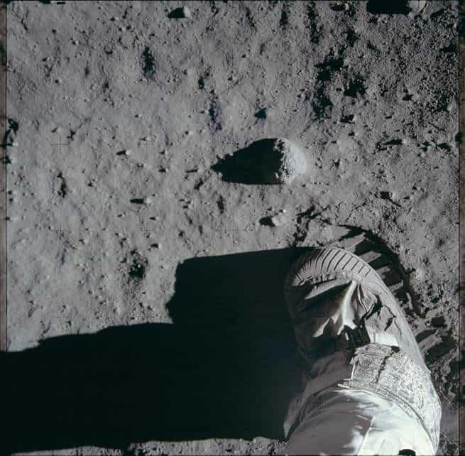 معلومات عن الفضاء: آثار أقدامنا على القمر