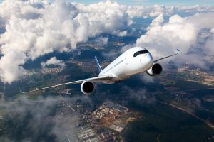 هذا ما يحدث لجسدك عندما ينخفض الضغط داخل الطائرة