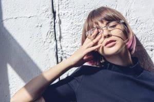 هل صحيح أن ارتداء النظارات يُضعف النظر؟