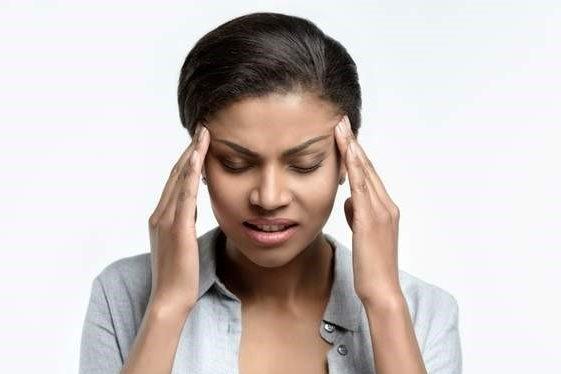 هل هذا الصداع الذي تعاني منه سببه إجهاد العين فعلاً؟