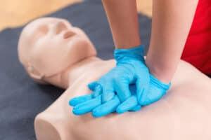 تعلم الطريقة الصحيحة لتنفيذ الإنعاش القلبي الرئوي