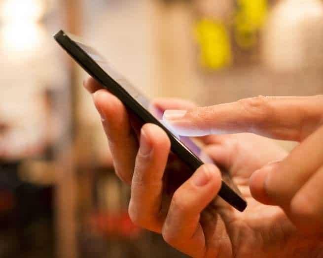 تنطوي الهواتف المحمولة على الكثير من المخاطر، ولكن السرطان ليس من بينها